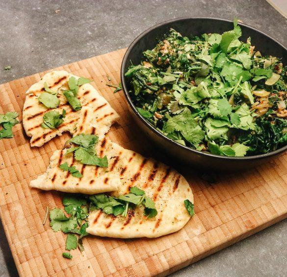 Indiase spinaziecurry met naan