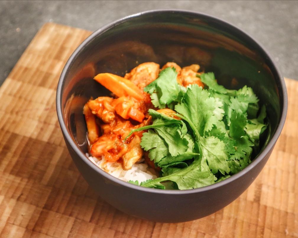 Rode curry met zoete aardappel en kip