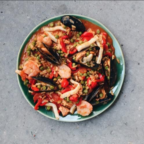 Recept voor Spaanse Paella met zalm en zeevruchten